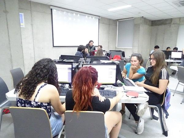 Estudiantes en la Olimpiada de Big Data.